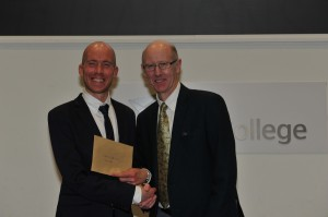 Alistair Cameron presents Derek Rae with a cheque for DSF